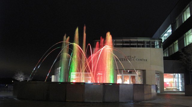 IMG 73431 Kitsap Conference Center Musical Fountain @ Night